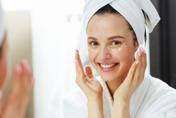 Peptidy v kozmetike: Vaša zbraň v oblasti starnutia pokožky